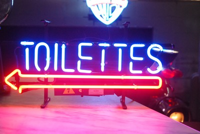 Toilettes Neon Signing